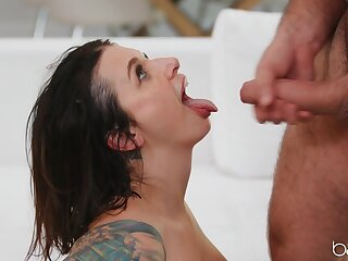 Trimmed pussy wife Ivy Lebelle moans during passionate morning sex